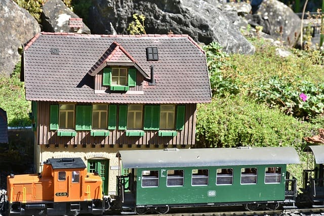 How Big Is Ho Scale? | Toy Train Center