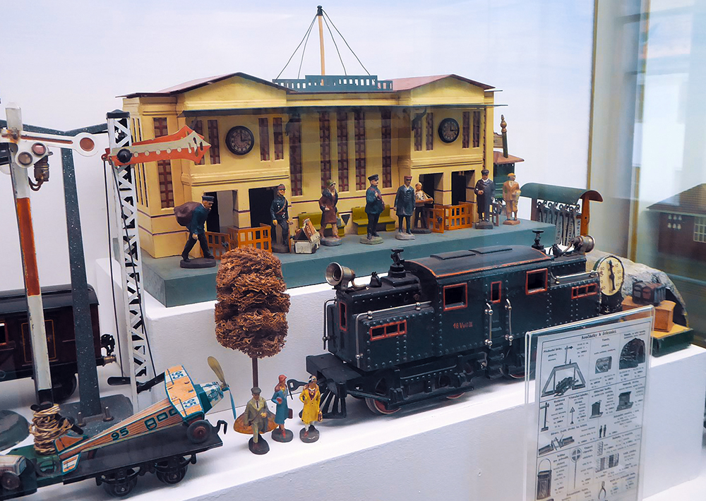 miniature model trains